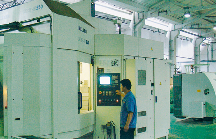 Precision milling and boring machine